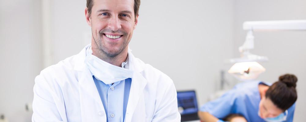 define prosthodontist